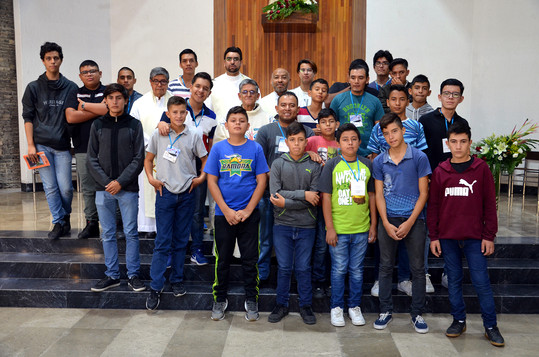 Jóvenes participantes al Encuentro en la Misa de clausura