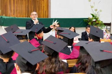 P. Miguel García Coss, dirigiéndose a los graduados