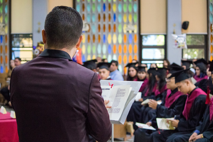 Mtro. José Luis, dirigiendo la ceremonia
