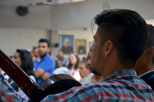 Carlos, animando la Eucaristía