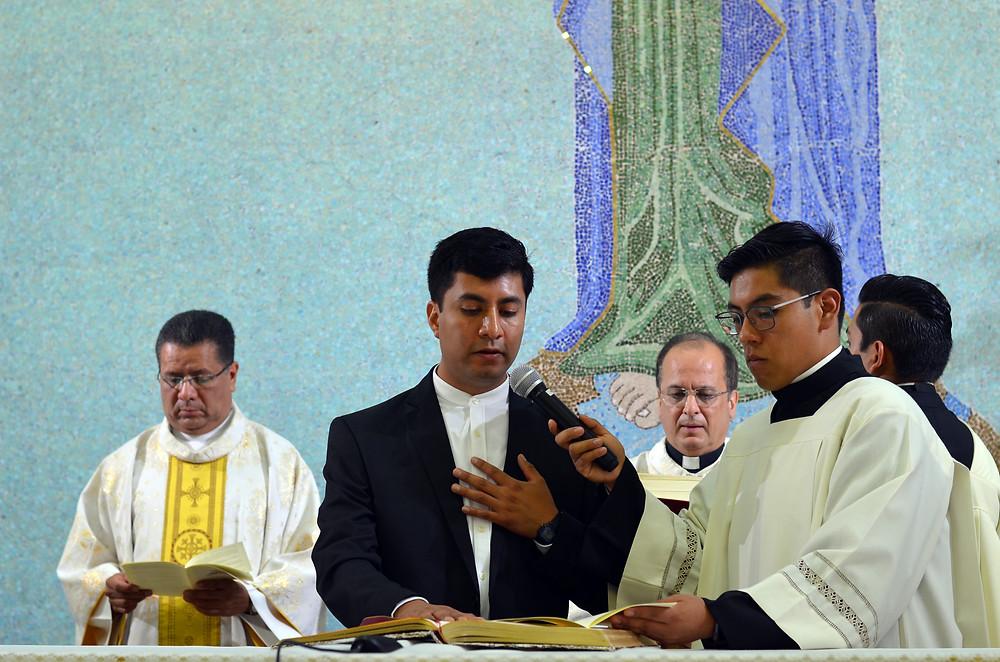 El novicio Damián Pérez Domínguez emite sus primeros votos religiosos