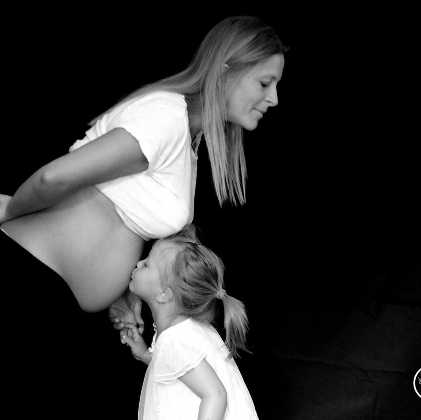 la dolcezza della piccola Cecilia con mamma Manuela
