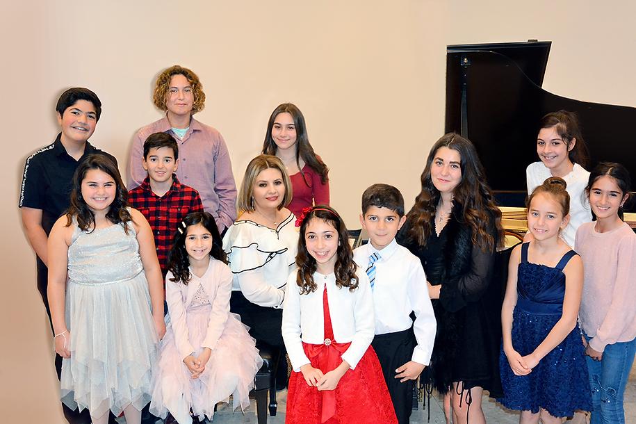 Shushana_Hakbyan-piano-studio-students.p