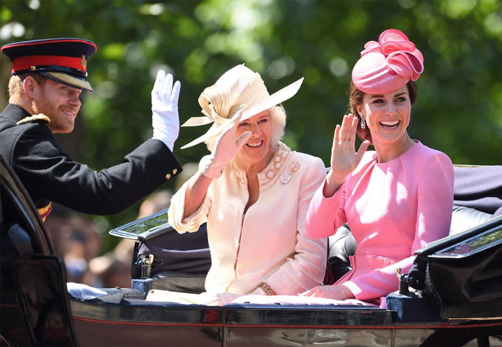 キャサリン妃ファッション|アレキサンダー・マックイーン|エリザベス女王公式誕生日