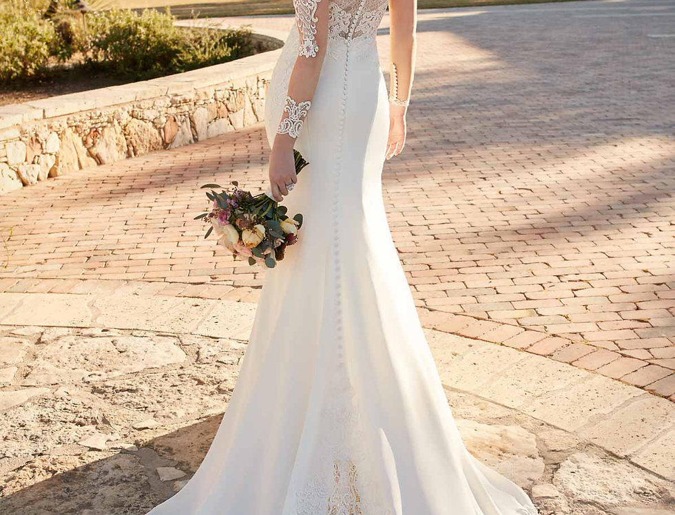D2124 | Hollywood Wedding Dress with Lace Train by Essense of Australia