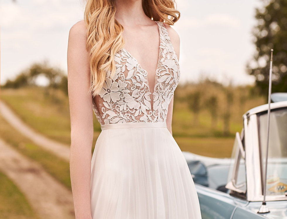 2296 | A-line tulle and Lace Wedding Dress by Mikaella