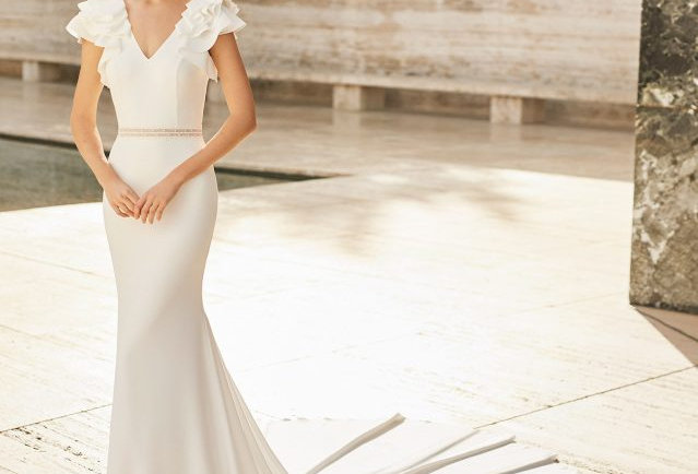 Elisa | Elegant Chic Wedding Dress by Rosa Clara