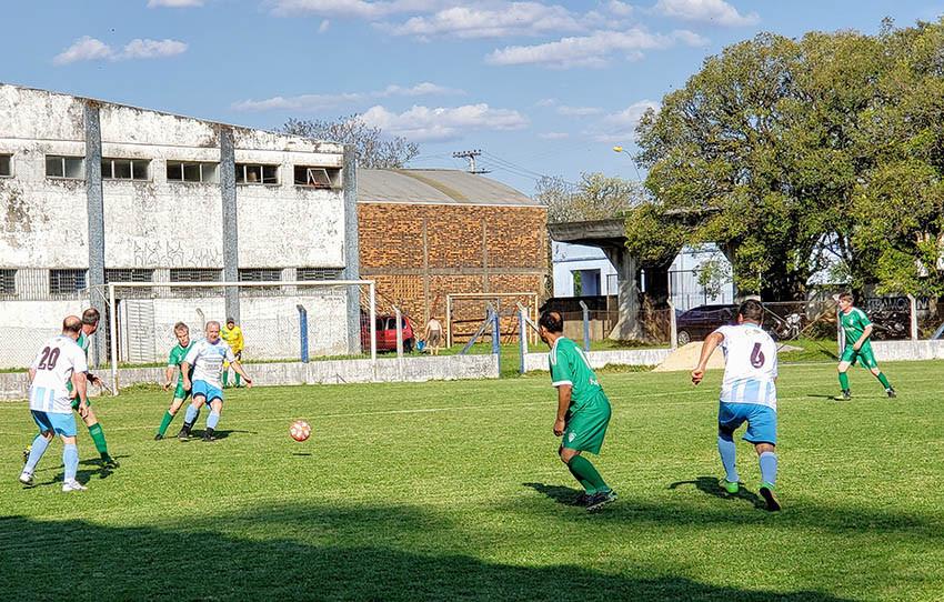 Nos titulares, jogo de ida, o Forquetense venceu o Bevilacqua por 1x0