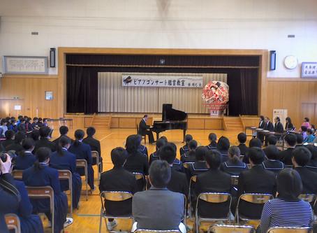 青森県外ヶ浜町立三厩中学校で訪問コンサートを行いました。(2018年11月2日)