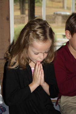 Child praying | MBPCUSA