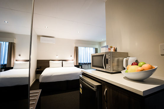 Queen Bed & Kitchenette in Brisbane Accomodation