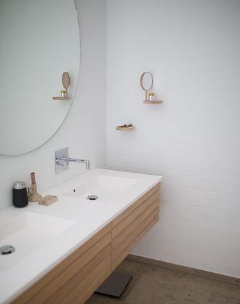 sink-with-mirror-1358910.jpg