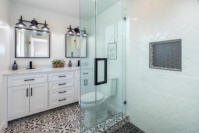 photo-of-a-bathroom-2988865.jpg