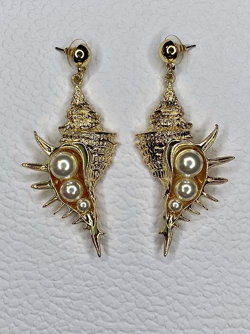 Gold Shell Pearl Earrings