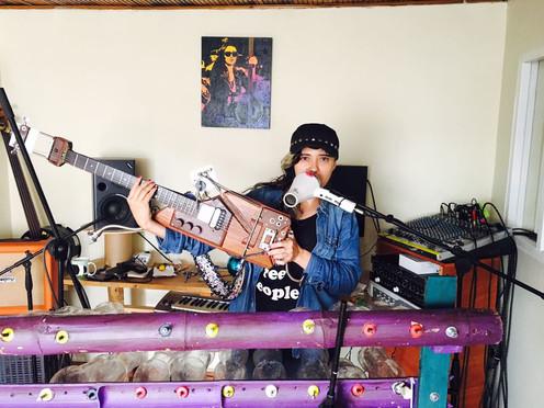 'La basura no existe, es materia prima': vocalista de Latin Latas