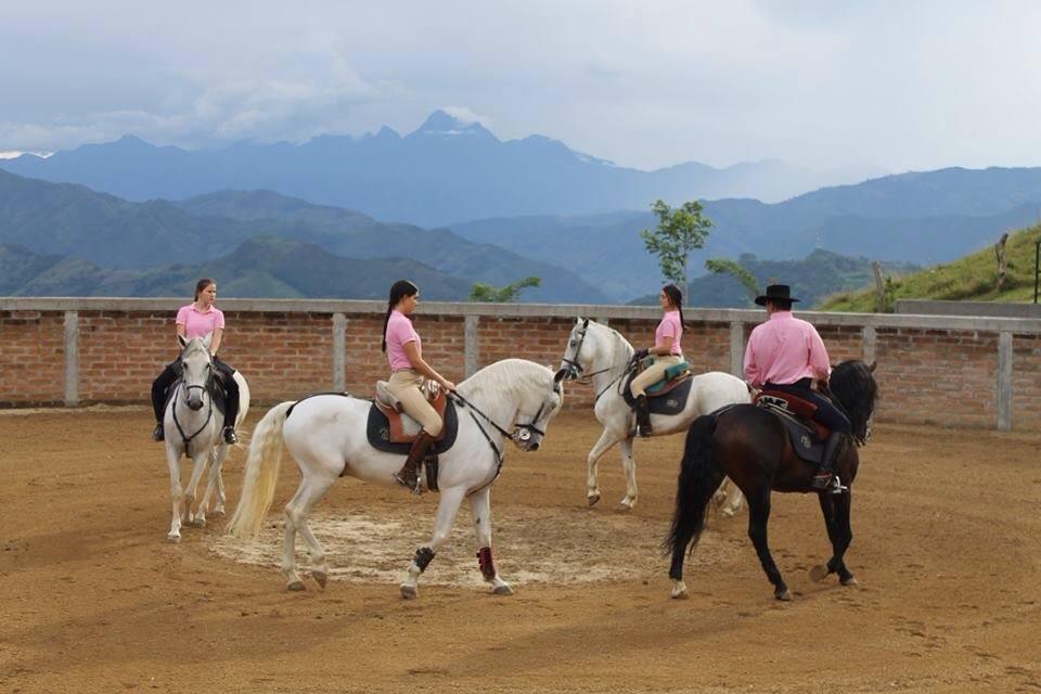Los Vélez en la Fundación Sueños por Colombia