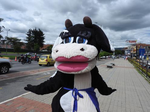 ¿Quién es el hombre dentro de la vaca feliz?
