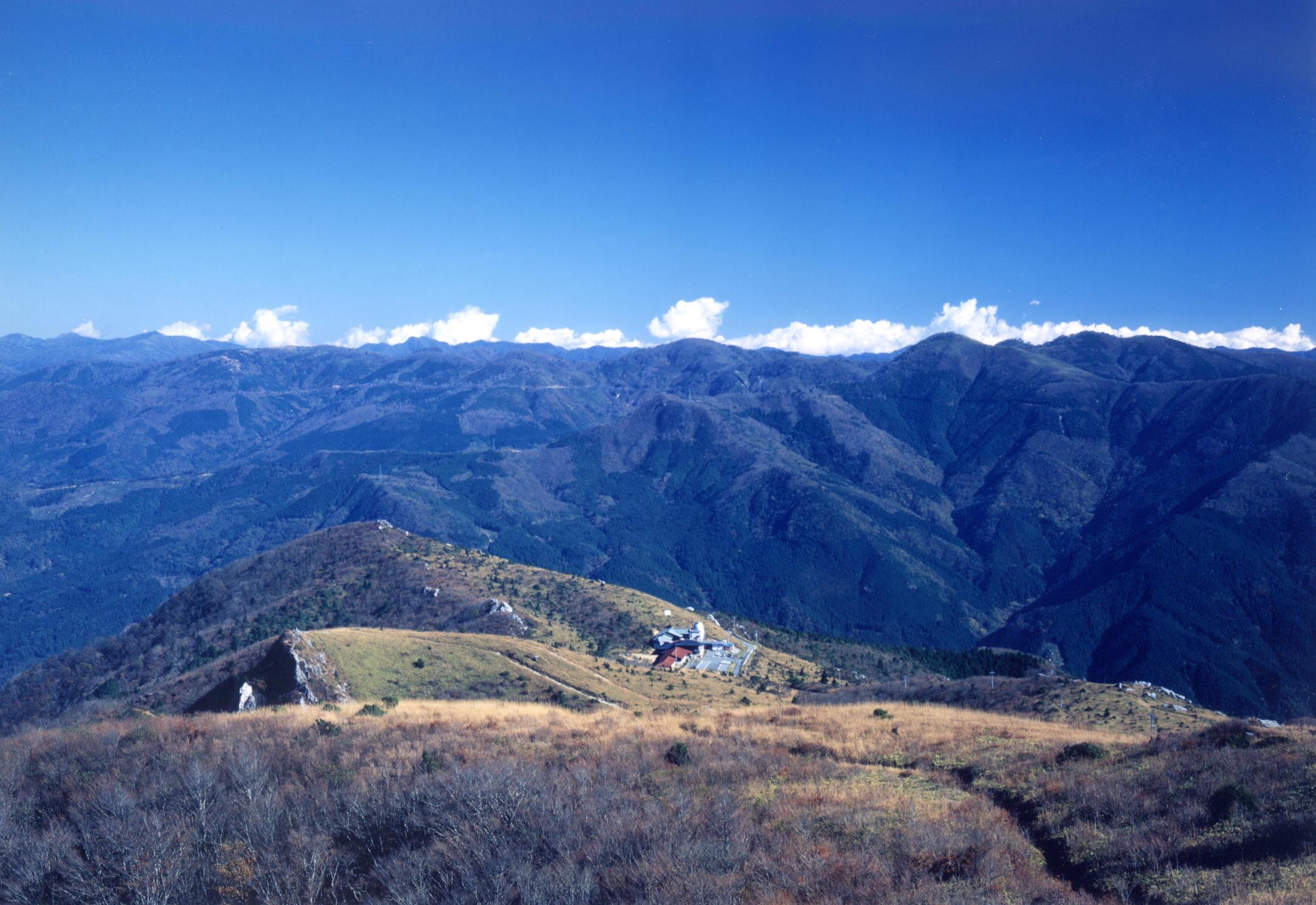 四国山脈の雄大な景観