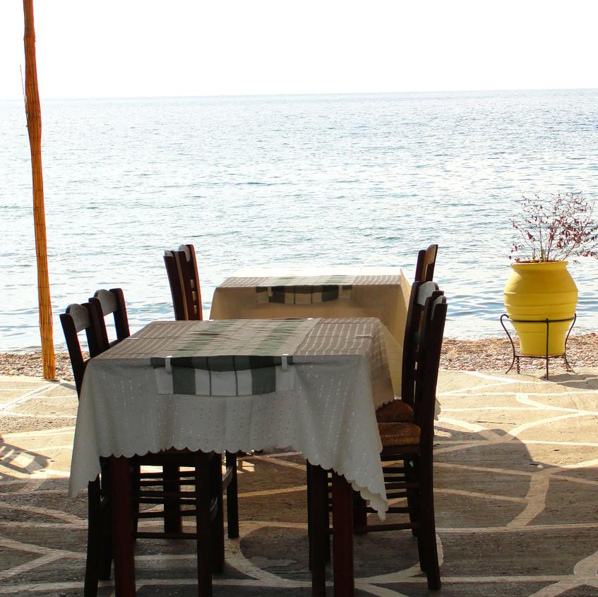 Taverna na břehu