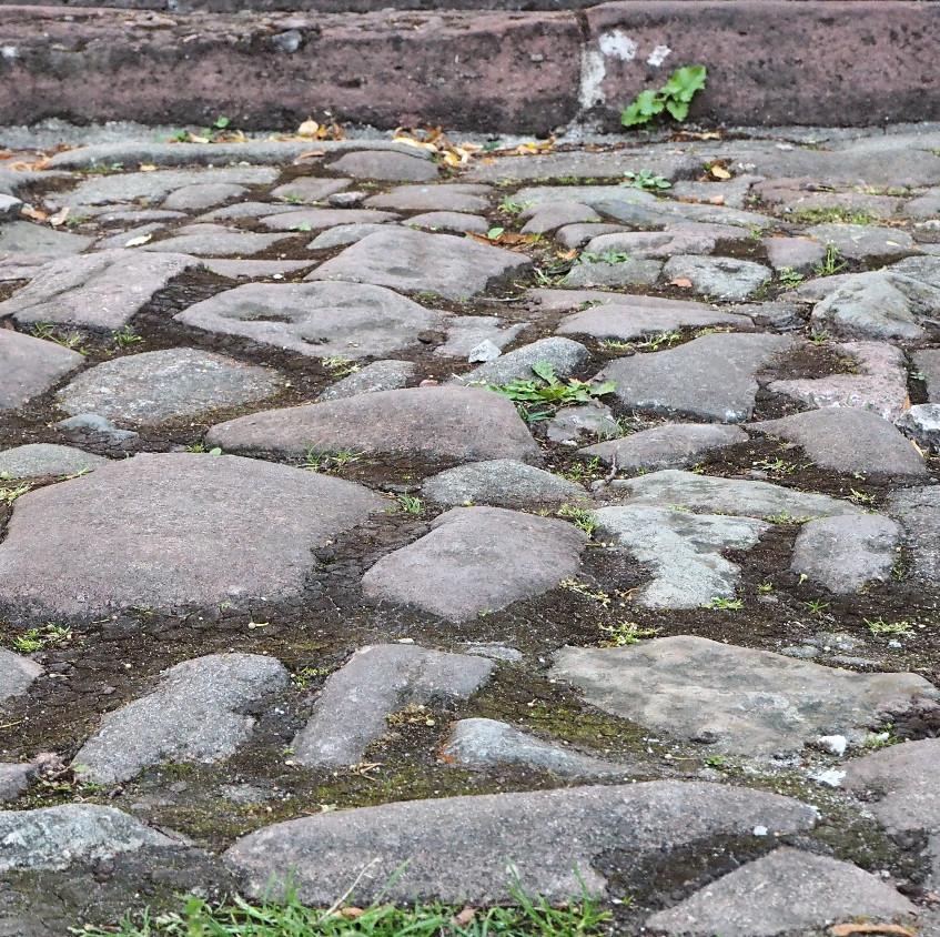 Kameny leccos pamatují