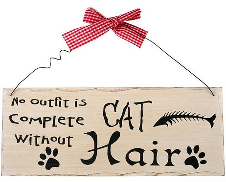 Shabby chic style wall plaque 'No outfit is complete without cat hair'