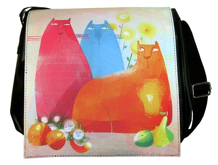 Quirky cats shoulder bag