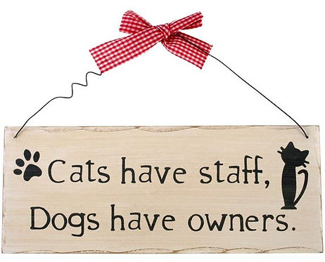 Shabby chic style wall plaque 'Cats have staff'
