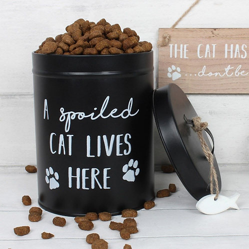 'A spoiled cat lives here' biscuit tin