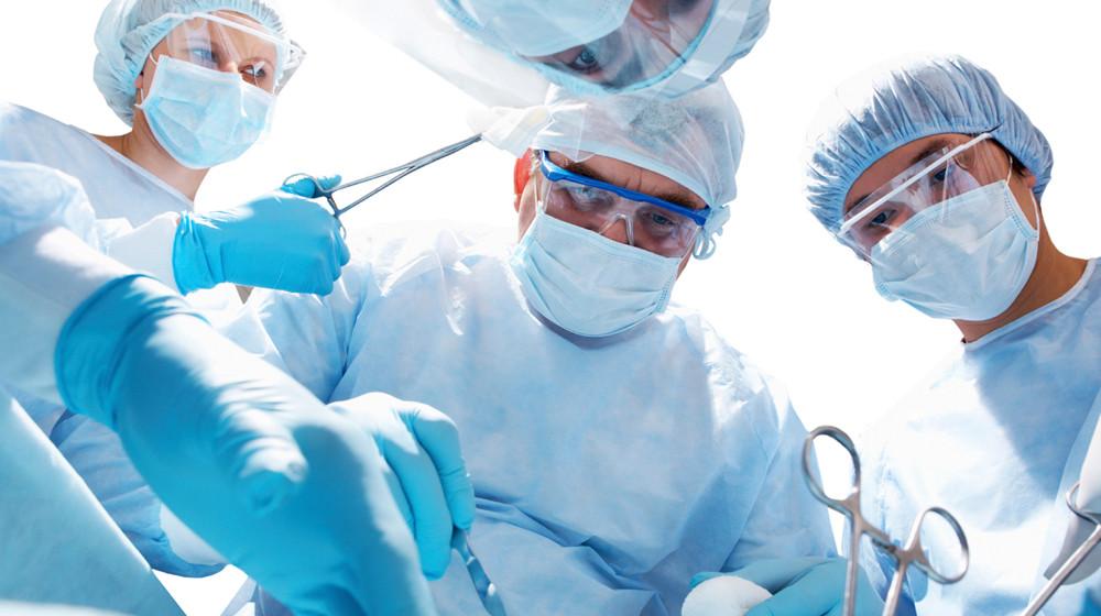 Chirurgen luisteren naar muziek.