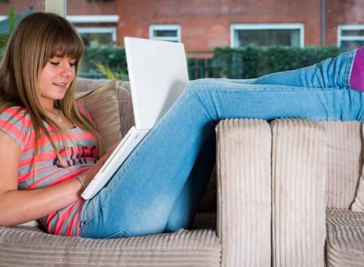 Jongeren zitten te veel achter schermen, (vinden ze zelf!)