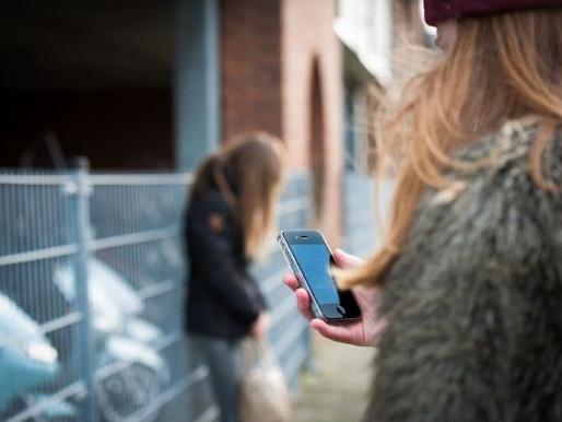 Veel jongeren vinden hun smartphone belastend