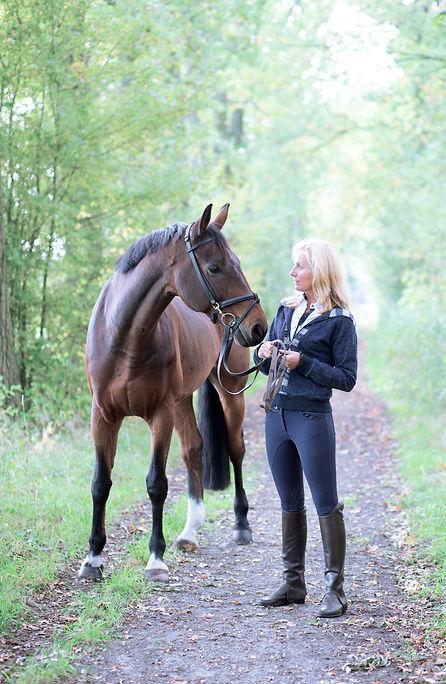 Desiree schuddemat in verbinding met je paard  favola bella
