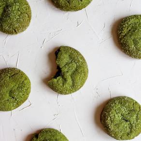 Matcha sausainiai su juodųjų sezamų įdaru