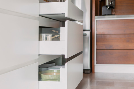 Drawers Reveal No Handle
