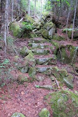 Escalier de roche - Sentier pédestre