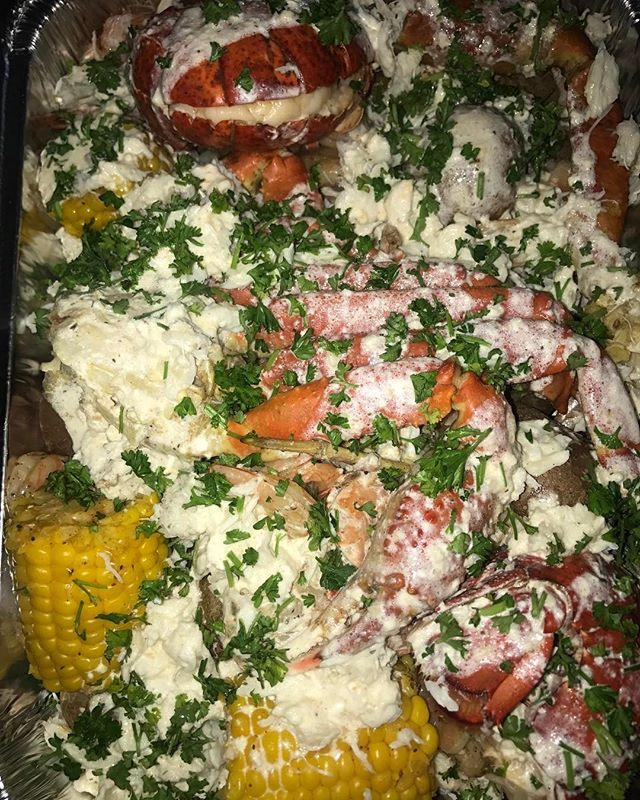 Quick lobster shrimp and crab boil for a friend #lasvegas #foodie #steak #party #thestrip #vegas #si