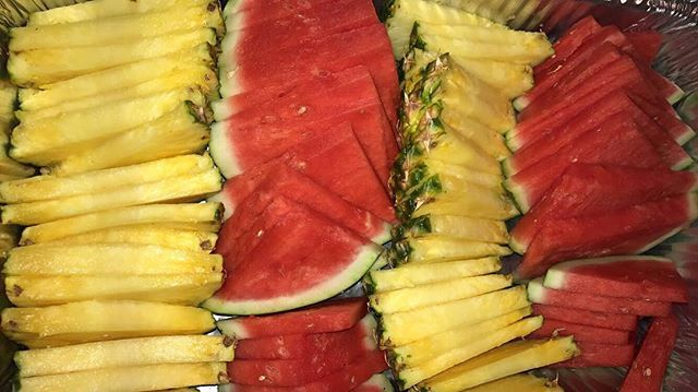 Cut Pineapple and watermelon 🍉🍍 #lasvegas #foodie #steak #party #thestrip #vegas #sincity #unklot