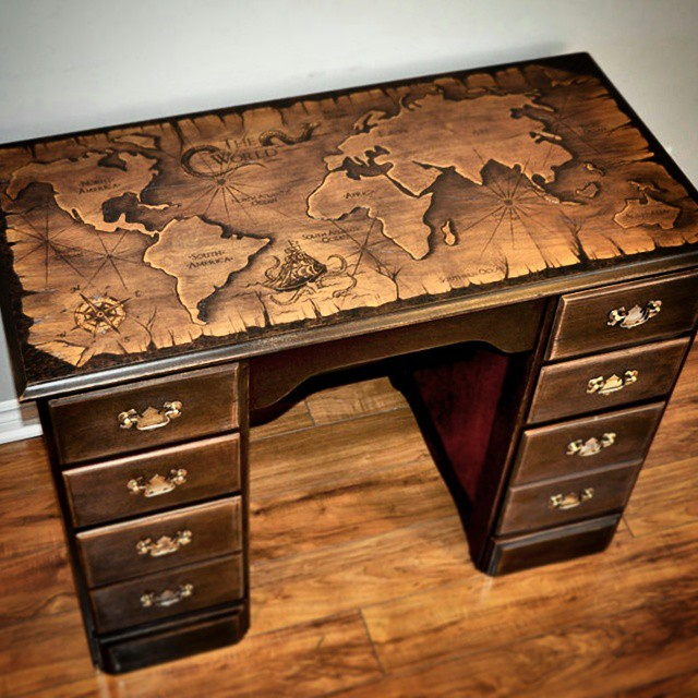 The #desk is finally finished! 👍 Completely #refinished, with #woodburn #worldmap 🌍🌏🌎 #pyrograph