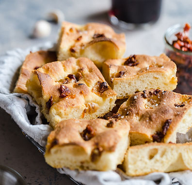 Roasted-garlic-sun-dried-tomato-focaccia