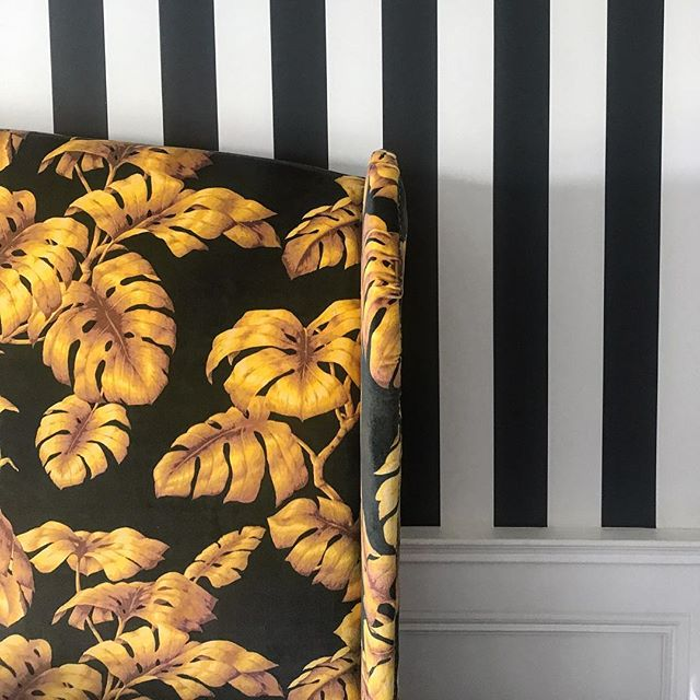 _houseofhackney gorgeousness on a recent #finishedproject 😍 love the monochrome striped #wallpaper