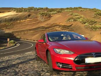 El único modelo de Tesla de las Islas, atracción en el Salón del Vehículo Eléctrico de Gran Canaria