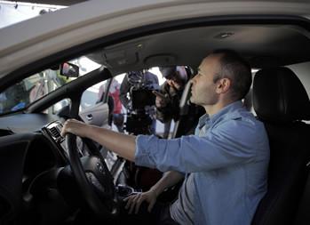 Nissan designa al futbolista Andrés Iniesta como su embajador de vehículos eléctricos