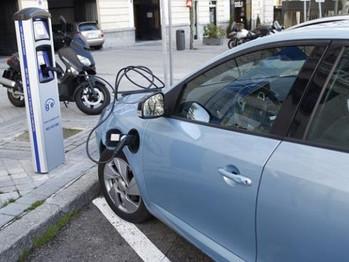 Impulso al coche eléctrico: el Gobierno aprueba ayudas de 14 millones para su compra