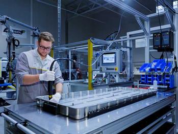 Akasol abre la instalación de producción de baterías de vehículos eléctricos comerciales más grande