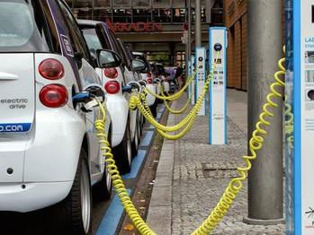Sepa si se conduce igual un vehículo eléctrico que uno tradicional