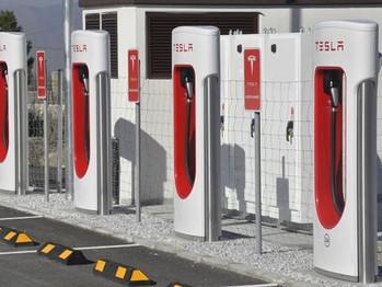 Tesla elige Cúllar para instalar la mayor estación de carga de España