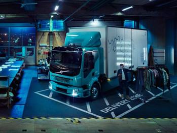 Volvo lanza su primer camión eléctrico urbano para uso comercial