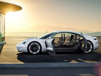 Los vehículos eléctricos piden paso en Ginebra y aumentan sus ventas en España
