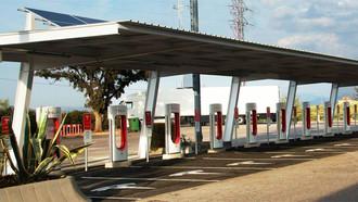 Tesla activa nuevos supercargadores en Zaragoza y Granada