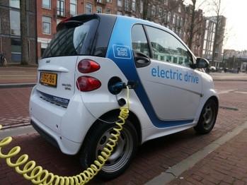 El coche eléctrico no frena en España